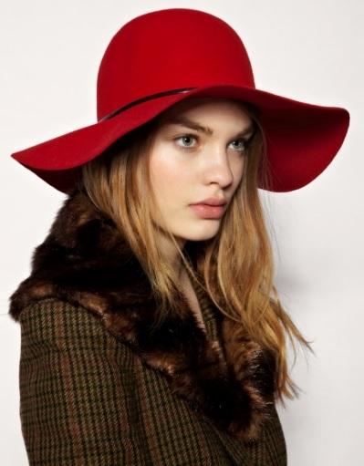 Kırmızı havalı bayan şapka modelleri
