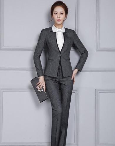 İş kadınları için takım elbise