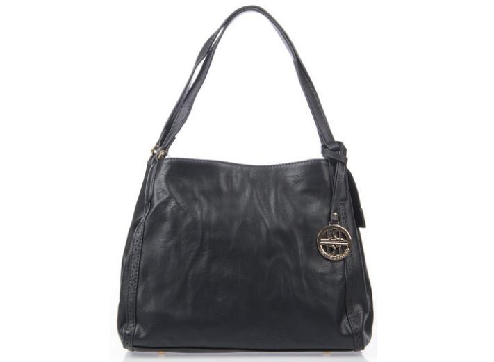 Siyah kol çantaları