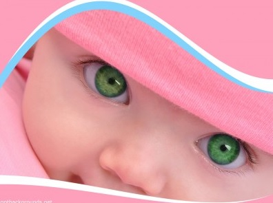 Yeşil gözlü kız bebeği